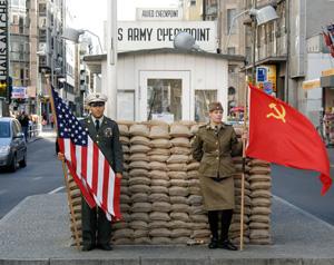 Checkpoint Charlie Grenzübergang Freidrichstraße Kochstraße Zimmerstraße sowjetischen Sektor US-ameriakanischen