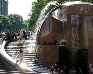 Weltkugelbrunnen Wasserbecken Breitscheidplatz Wasserklops Treppe