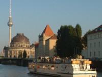 Berlin Stadtrundfahrt mit Schiff