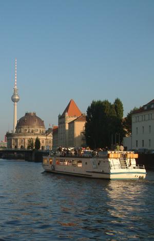 Berlin Stadtrundfahrt Charter Schiff Fernsehturm Museum Spree Tour and Guide