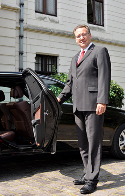 Chauffeur-Berlin-Tour-and-Guide2