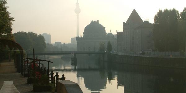 Museumsinsel, Fernsehturm am morgen